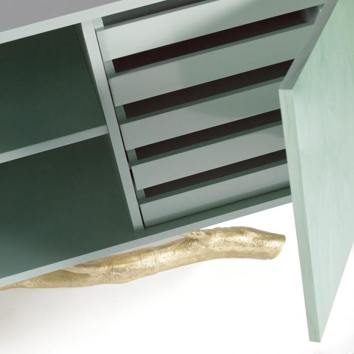 Дизайнерская мебель с природной опорой.