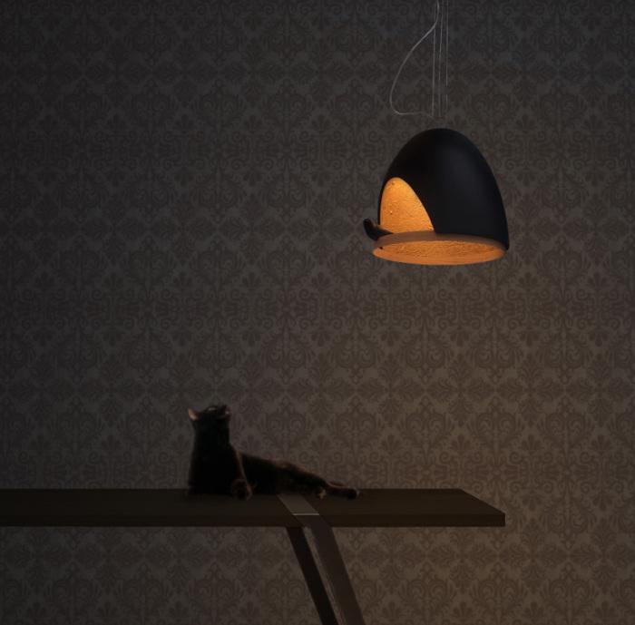 Птица в светильнике точно не останется без внимания.