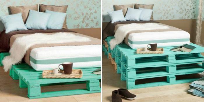 Спальная кровать из грузовых поддонов, окрашенных в бирюзовый цвет.