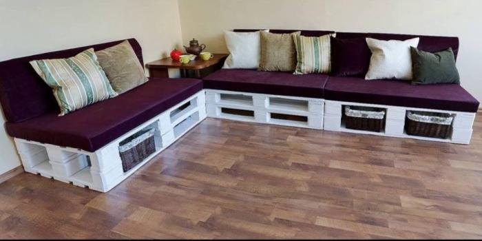 Из европоддонов можно сделать стильный диван любой формы и размера.
