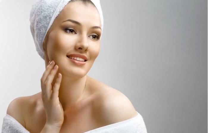 Обычная пищевая сода может использоваться в качестве мягкого скраба для лица.