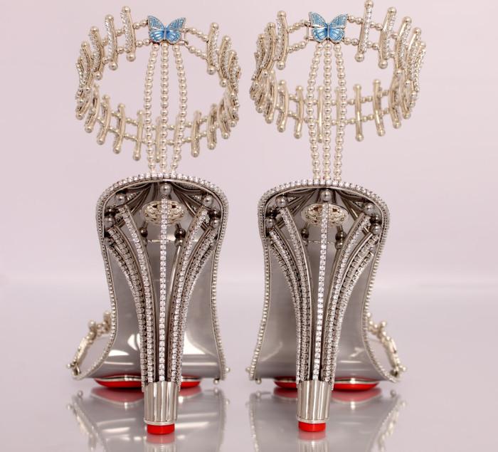 Популярная американская певица Бейонсе (Beyonce) приобрела пару обуви с гарантией на тысячу лет.
