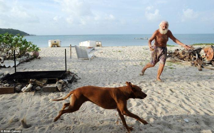 Дэвид Глэшин и его верный спутник - пес по кличке Квази.