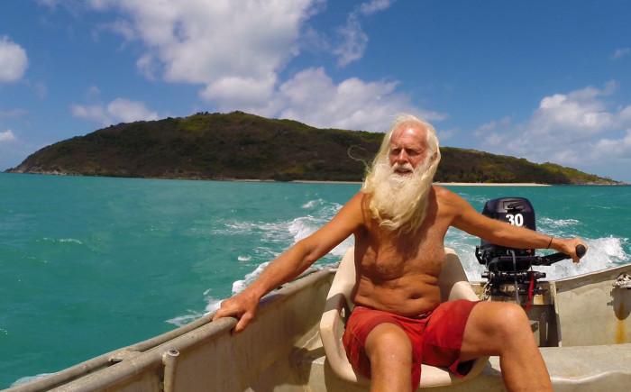 Разорившийся миллионер из Австралии живет на маленьком необитаемом острове уже более 20 лет.