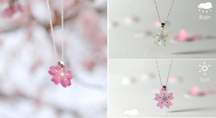Оригинальные украшения в виде сакуры, которые «зацветают», когда на них попадает солнечный свет.