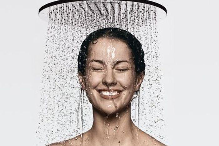 Долгое купание в горячей воде - это четвертый фактор, негативно воздействующий на состояние кожи лица.