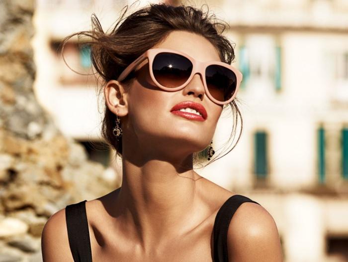 Грязные очки - это восьмой фактор, негативно воздействующий на состояние кожи лица.