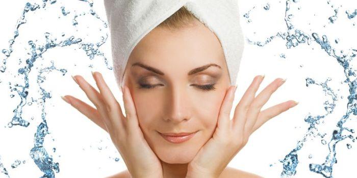 Какие ошибки представительницы прекрасного пола чаще всего допускают в уходе за кожей лица во время процедуры умывания.