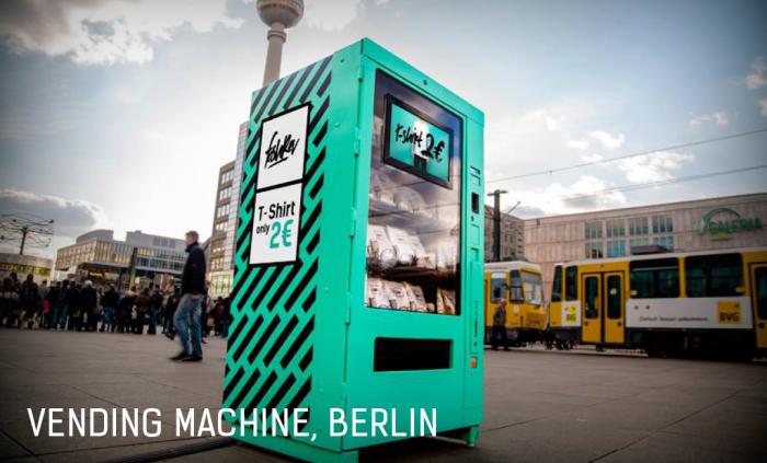 Торговый автомат, с помощью которого 24 апреля 2015 года в центре Берлина был проведен социальный эксперимент.