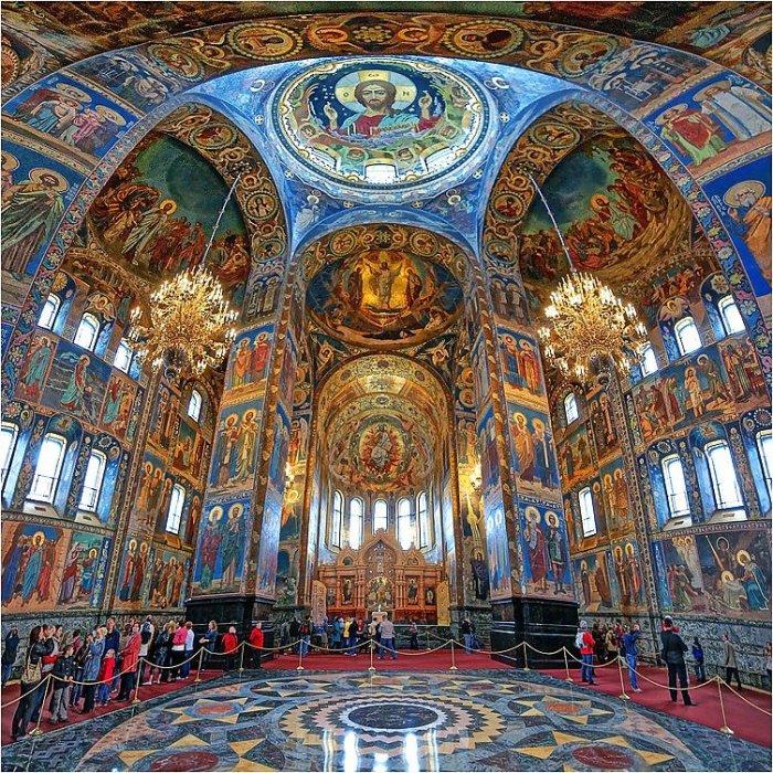 Внутреннее убранство храма Спаса-на-Крови, который находится в Северной столице России - городе Санкт-Петербурге.
