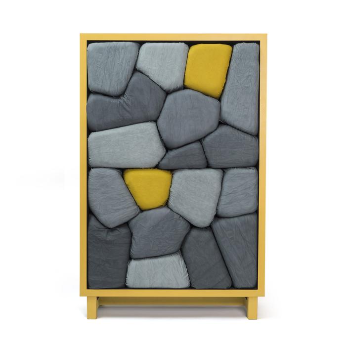 Шкафы из камней-подушек.
