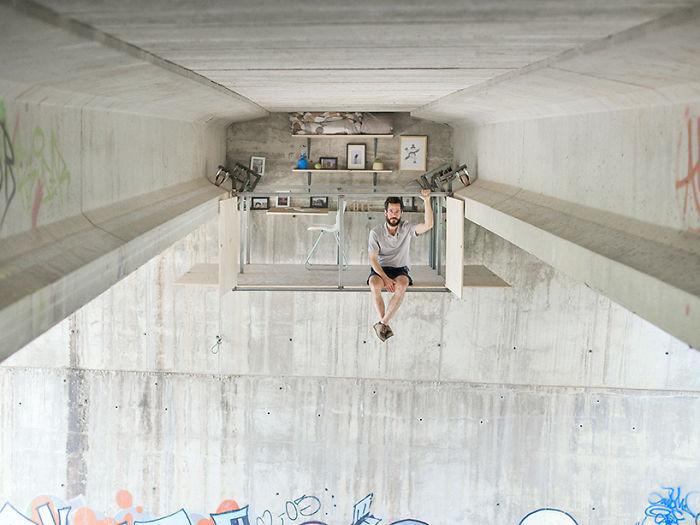 Подвесная студия, тайно построенная дизайнером прямо под мостом с оживленным движением.