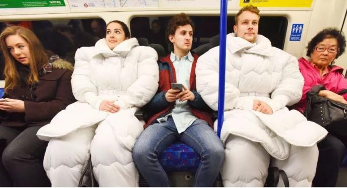 Костюм-одеяло «Suvet» от дизайнера из Англии - уникальная и очень удобная вещь для тех, кто никак не может выспаться.