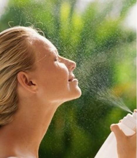 Спрей из зеленого чая может стать отличной альтернативой дорогой термальной воде.