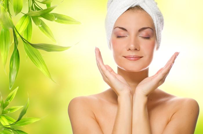 С помощью листьев обычного чая можно поддерживать красоту и здоровье не только изнутри, но и снаружи.