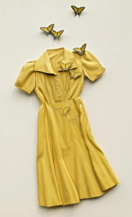 Необычное платье с бабочками от американского дизайнера Рона Айзекса.