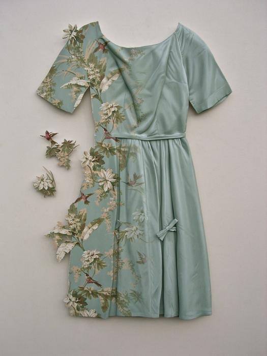 Американский художник Рон Айзекс создает предметы гардероба из финской березы.