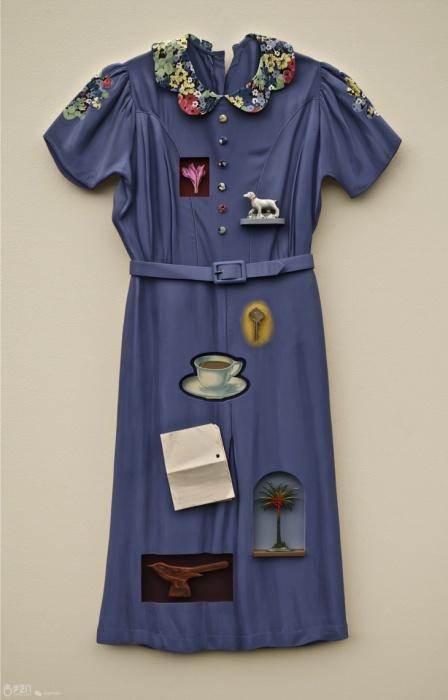 Оригинальные платья-коллажи, созданные из финской березы и акриловых красок.