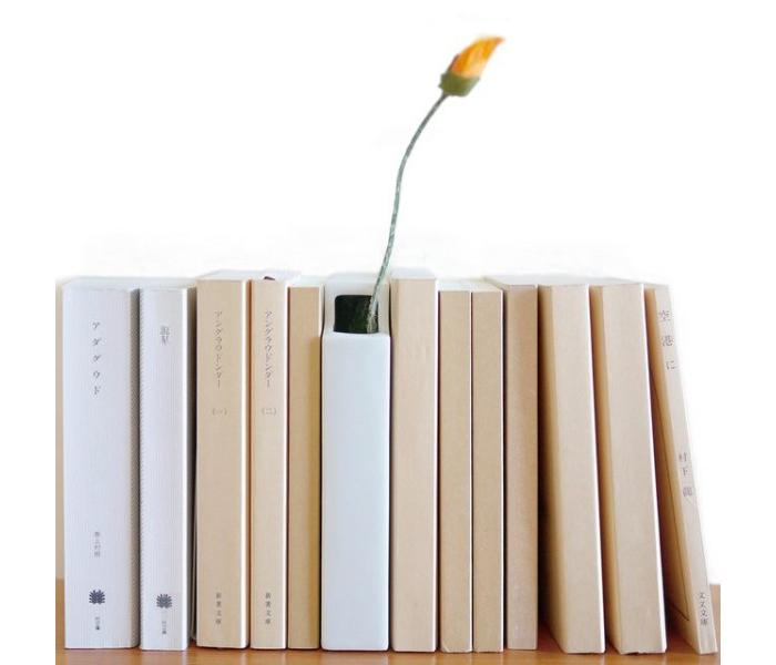 Мимикрирующая ваза в форме книги.