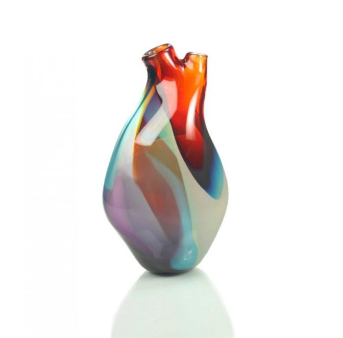 Уникальная ваза в форме человеческого сердца.