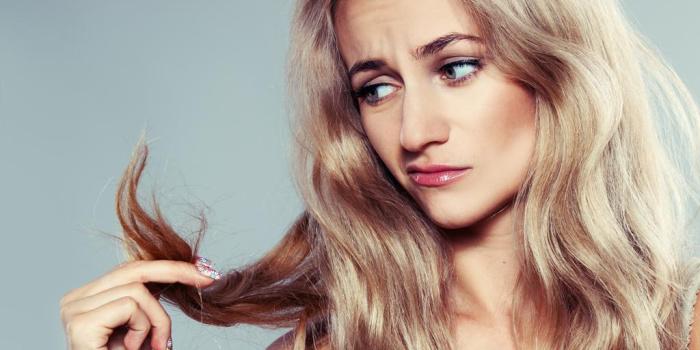 Секущиеся кончики волос указывают на железодефицит.