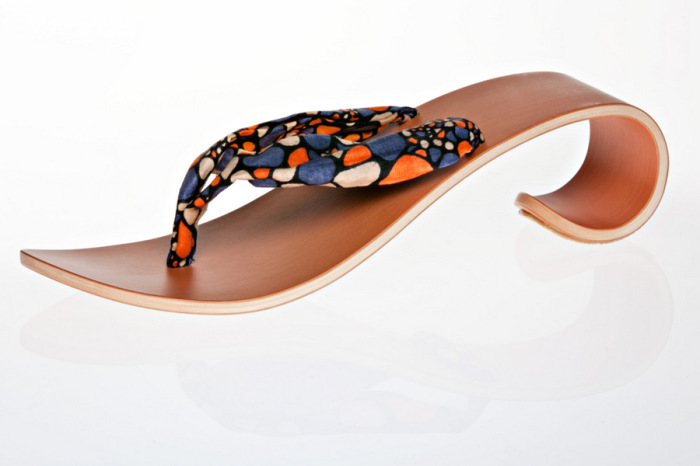 Коллекция легкой, изящной и комфортной обуви из натурального дерева