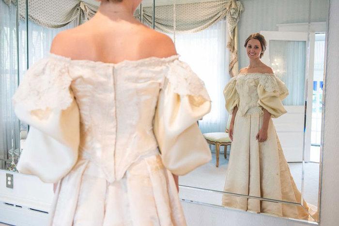Свадебное платье, которое передается от матери к дочери из поколения в поколение уже больше века.