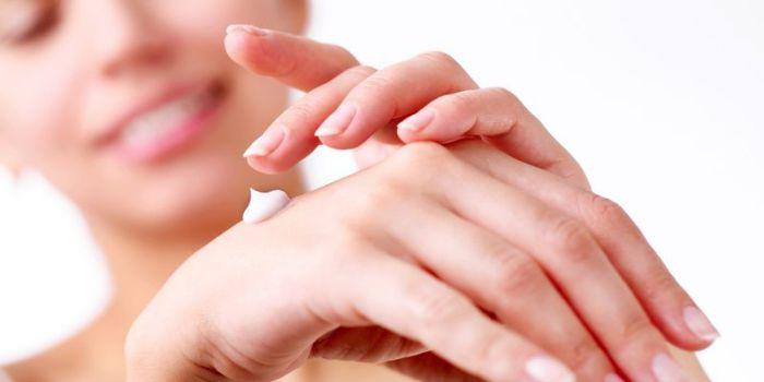 В холодное время года нежная кожа рук как никогда нуждается в тщательном уходе.