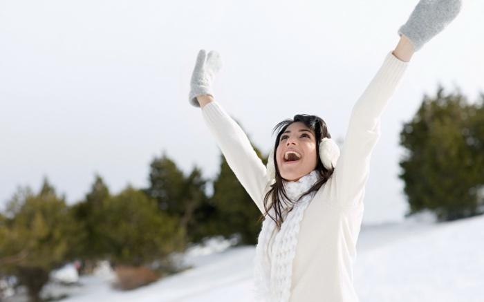 Даже зимой нельзя забывать о защите кожи от солнца и косметических средствах с SPF.