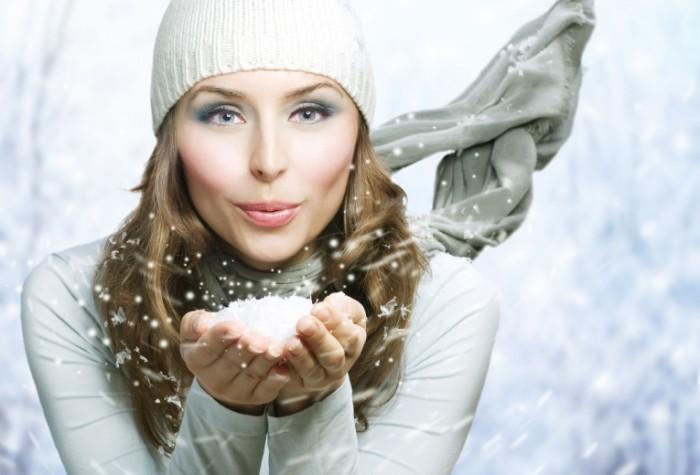 В холодное время года женщинам нужно уделять больше внимания уходу за собой.