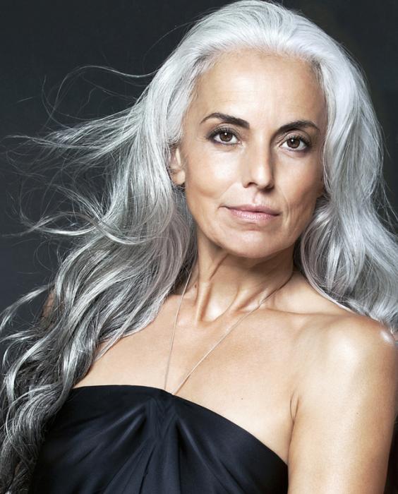Ясмина Росси - американская модель французского происхождения, которой сейчас пятьдесят девять лет.