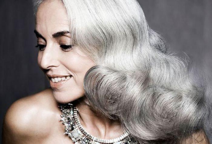 Ясмина Росси сначала вырастила детей и внуков, а затем начала строить карьеру в модельном бизнесе.
