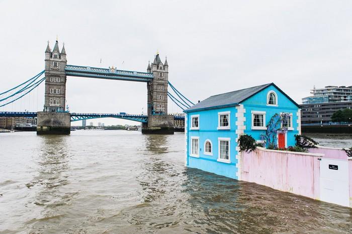Сайт Airbnb змусив двоповерховий будинок плавати по Темзі