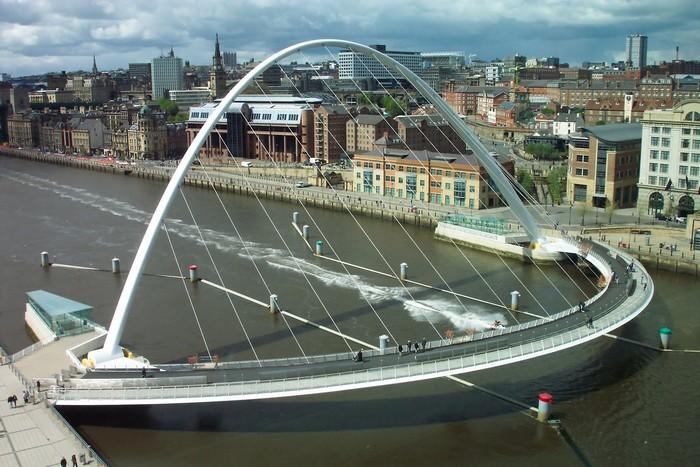 Gateshead Millennium Bridge – мобильный мост для велосипедистов и пешеходов