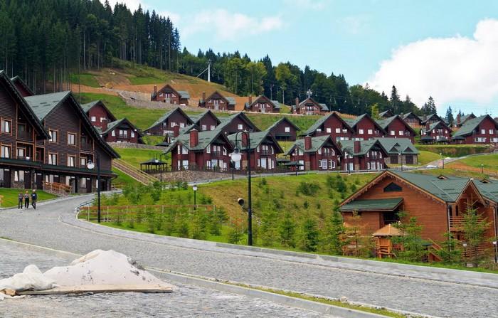 Город-курорт Буковель в Украинских Карпатах