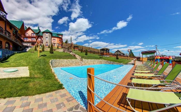 Один из отелей на курорте Буковель