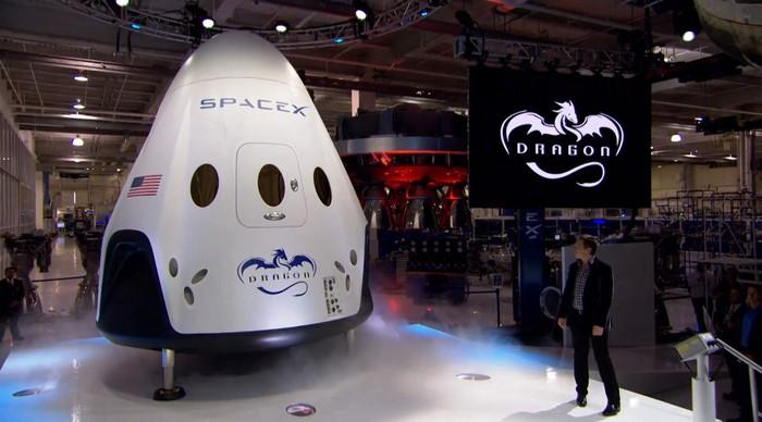 Космический челнок Dragon V2 от компании SpaceX