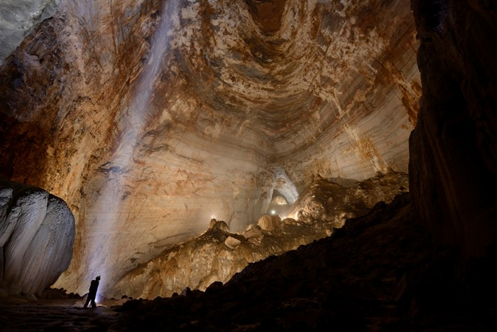 Экспедиции Энди Ивис в поисках гигантских пещер в Китае