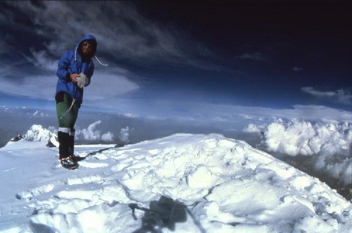 Райнхольд Месснер на вершине горы
