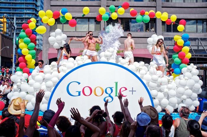 Сотрудники корпорации Google участвуют в гей-параде