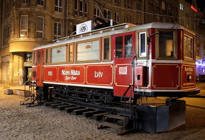 Ресторан в старом трамвайном вагоне. Автор фотографии: Игорь Сальников