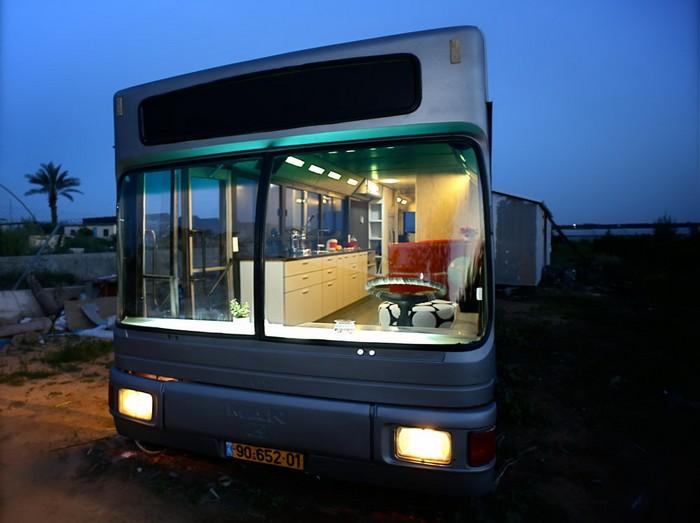 Жилой дом в старом автобусе в Израиле