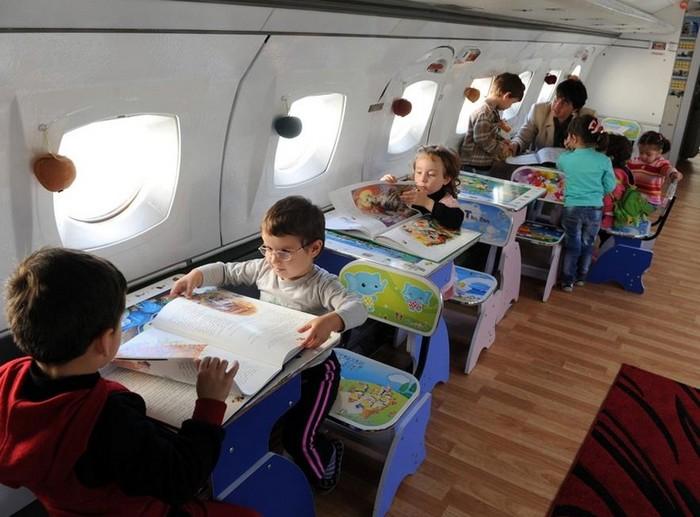 Грузинский детский сад в старом самолете