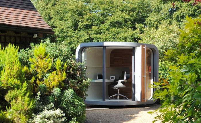 Небольшой офисный домик в саду