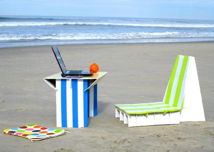 Flat-pack Cardboard Beach Office - набор офисной мебели для пляжа