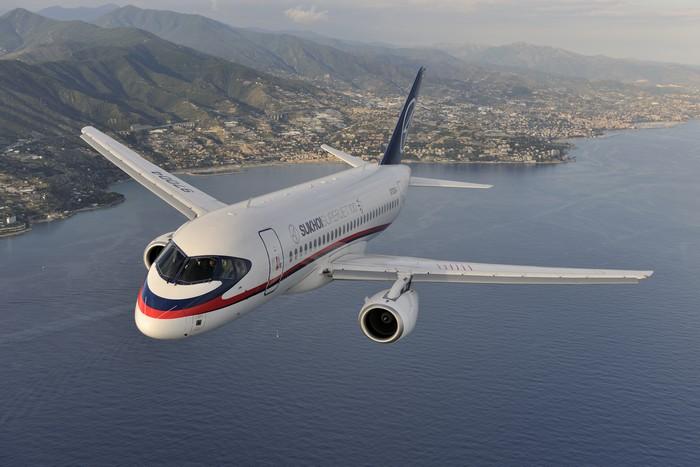 Российский пассажирский самолет Sukhoi Superjet-100