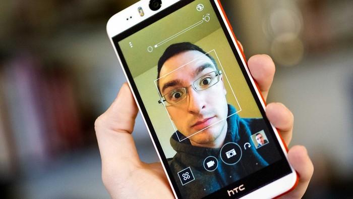 Смартфон для селфи HTC Desire EYE