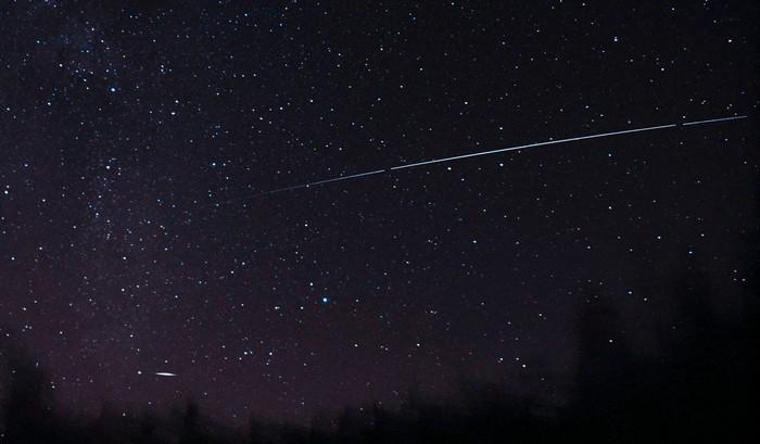 Солнечный парус NanoSail-D2 на ночном небе