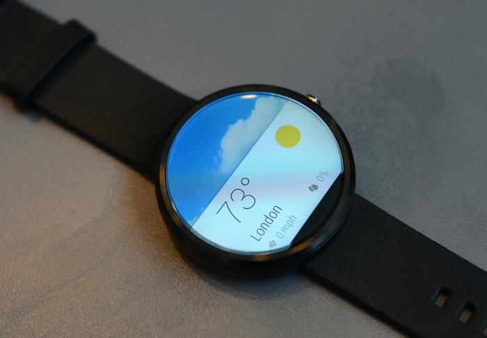 Круглая упаковка уникальных «умных» часов Motorola Moto 360