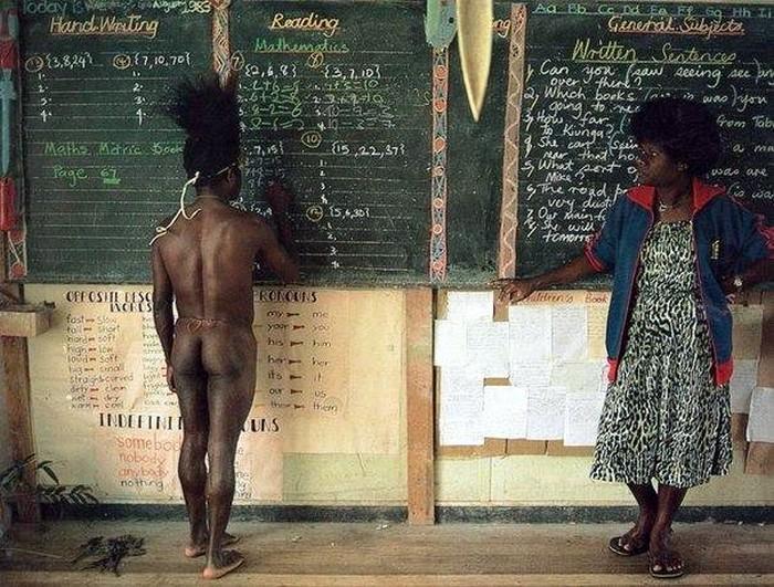 Необычный школьник в Папуа - Новая Гвинея
